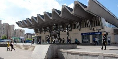 новостройки у станции метро Пионерская