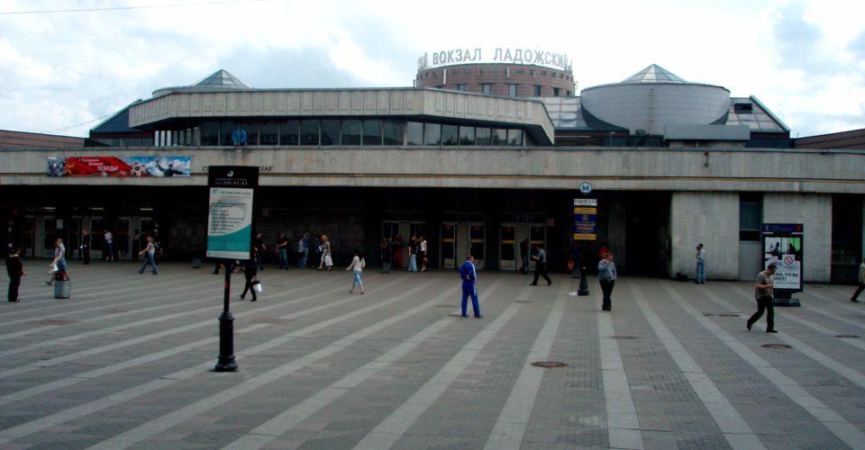 Новостройки возле станции метро Ладожская