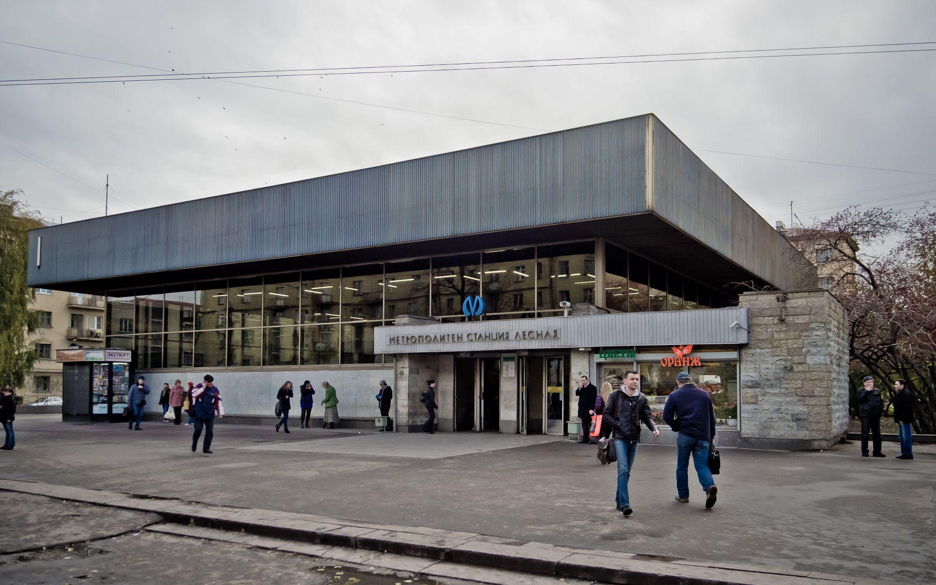 новостройки вблизи станции метро Лесная